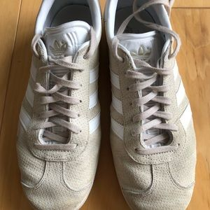 Addidas Gazelle Size 9 champagne cream Excellent